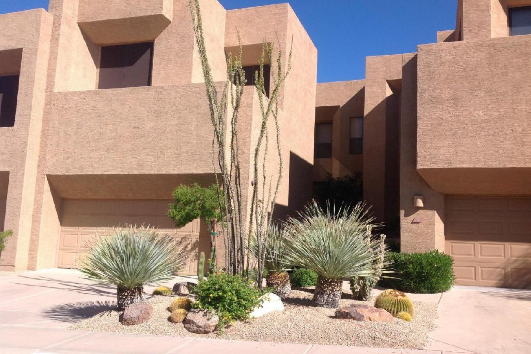Maison accolée pour l Vente à Tranquil townhome in most desirable setting against backdrop of Troon Mountain 25555 N Windy Walk Dr #73 Scottsdale, Arizona, 85255 États-Unis