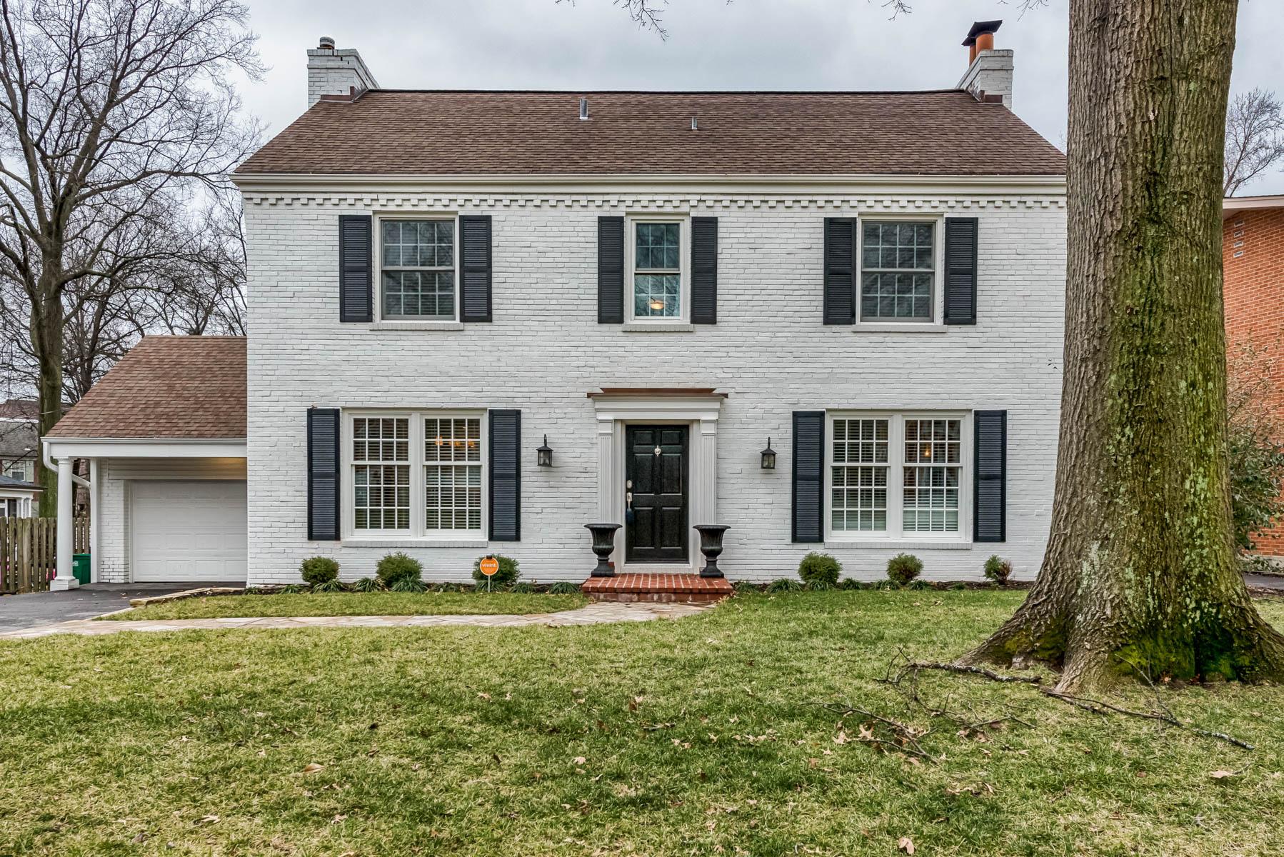 Maison unifamiliale pour l Vente à Crescent 8016 Crescent Drive Clayton, Missouri 63105 États-Unis