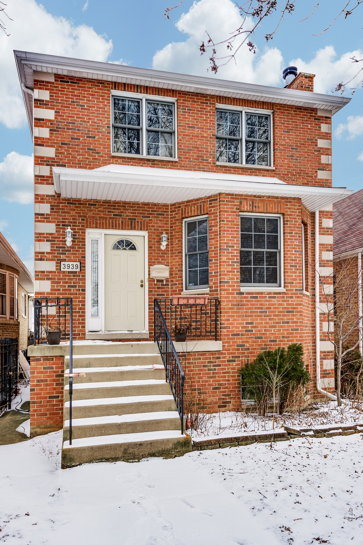 独户住宅 为 销售 在 One of the Best Homes on the Block! 3939 N Ottawa Avenue Dunning, 芝加哥, 伊利诺斯州, 60634 美国