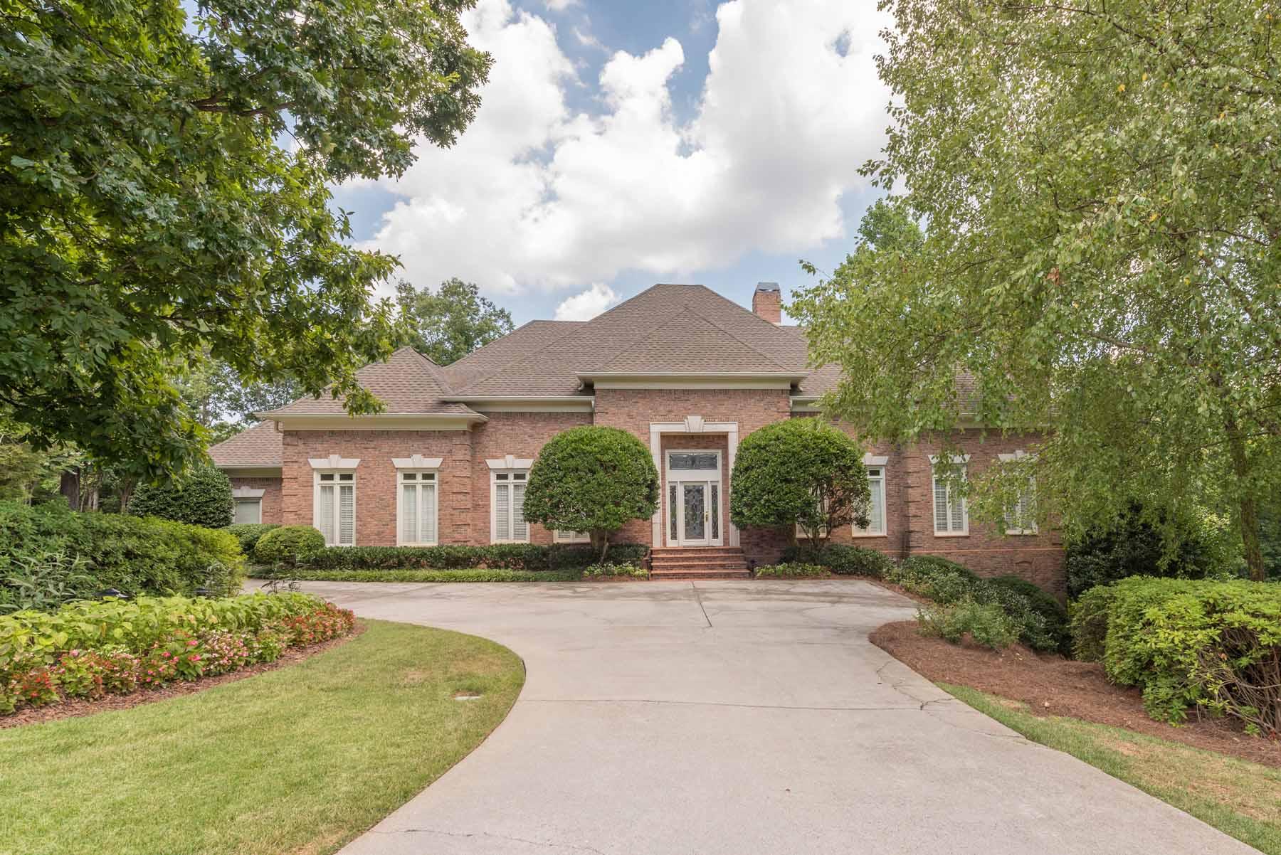 Villa per Vendita alle ore Great Sandy Springs Location!! 5845 De Claire Court Sandy Springs, Georgia, 30328 Stati Uniti