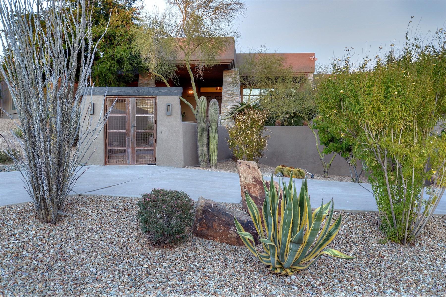Casa Unifamiliar por un Venta en Gorgeous remodel with breathtaking views 24200 N ALMA SCHOOL RD 6 Scottsdale, Arizona 85255 Estados Unidos
