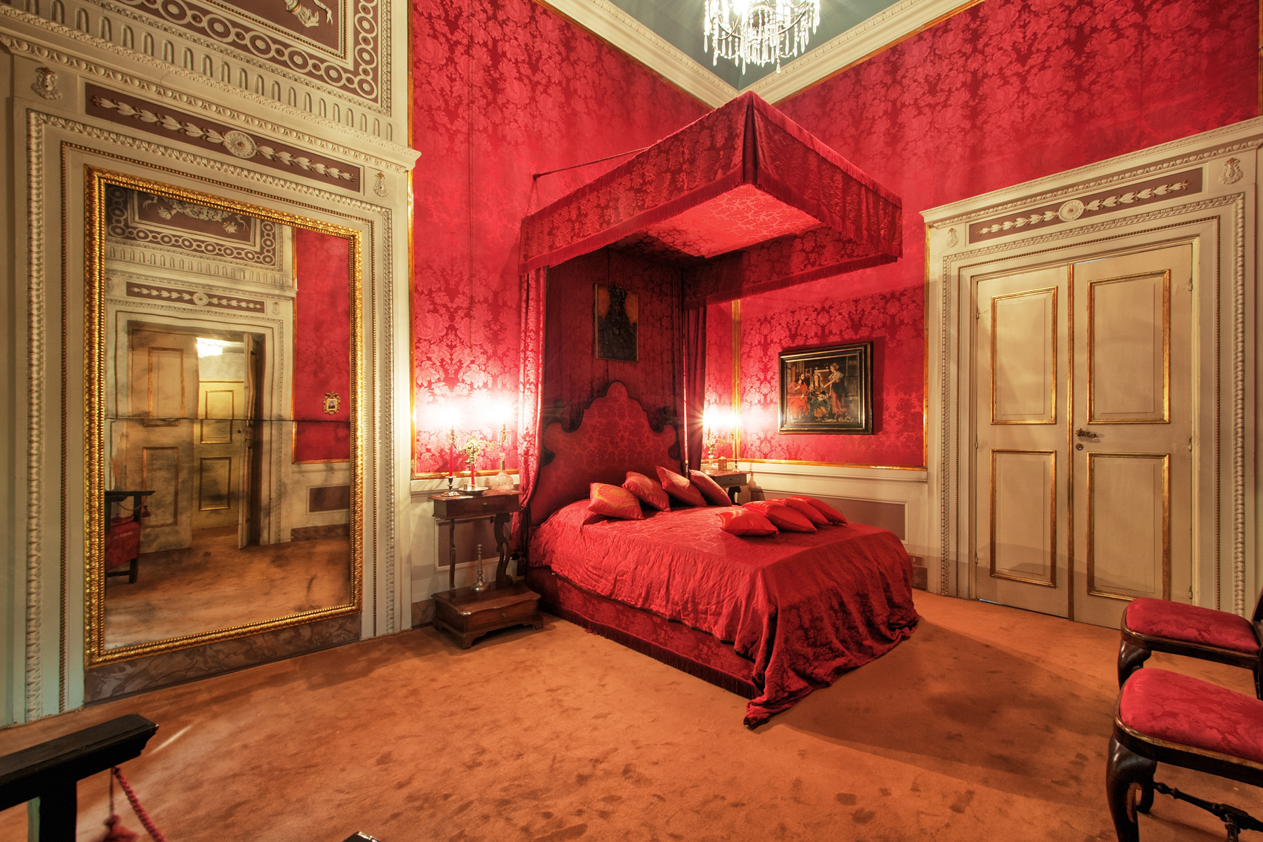 Additional photo for property listing at Elegant apartment in historical building Lucca, Lucca Italie