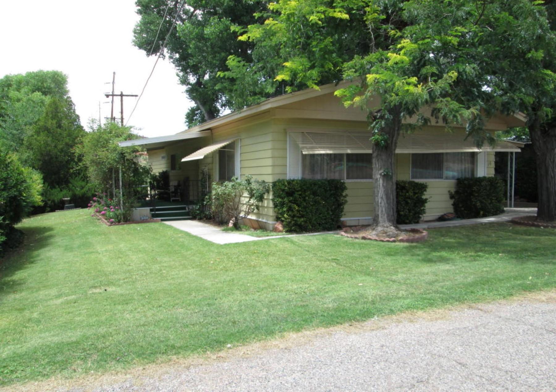 Moradia para Venda às Amazing opportunity to own a home in Sedona with creek access. 300 Red Rock Crossing Rd 16 Sedona, Arizona 86336 Estados Unidos