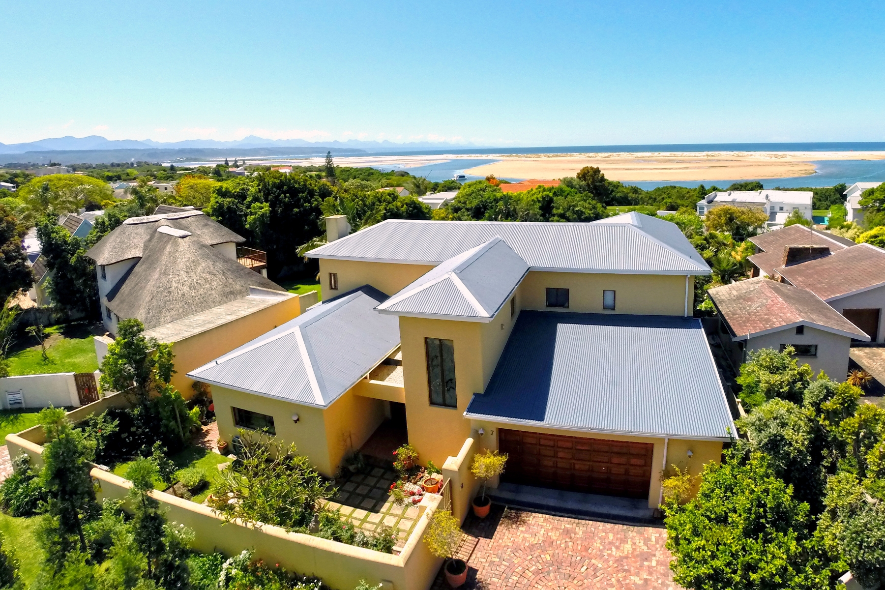 Maison unifamiliale pour l Vente à Perfect Family Home Plettenberg Bay, Cap-Occidental, 6600 Afrique Du Sud