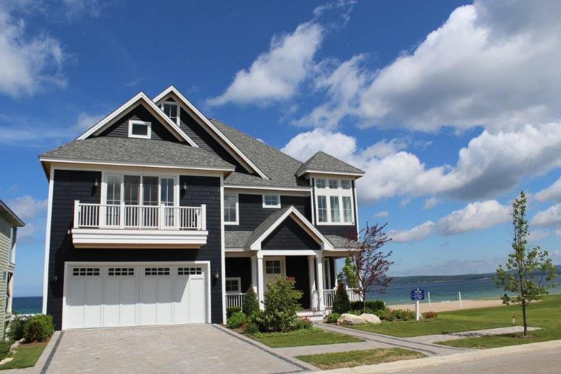Casa para uma família para Venda às 3770 North Beach Street Bay Harbor, Michigan 49770 Estados Unidos