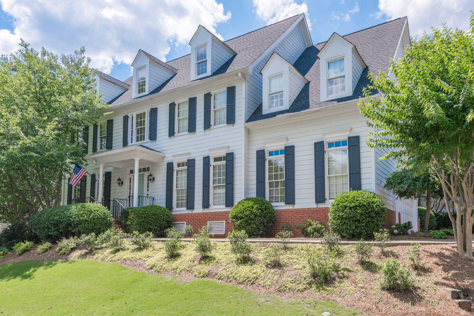 Tek Ailelik Ev için Satış at Classic Traditional Home With Open Floor Plan 4020 Stephens Mill Run NE Atlanta, Georgia, 30342 Amerika Birleşik Devletleri