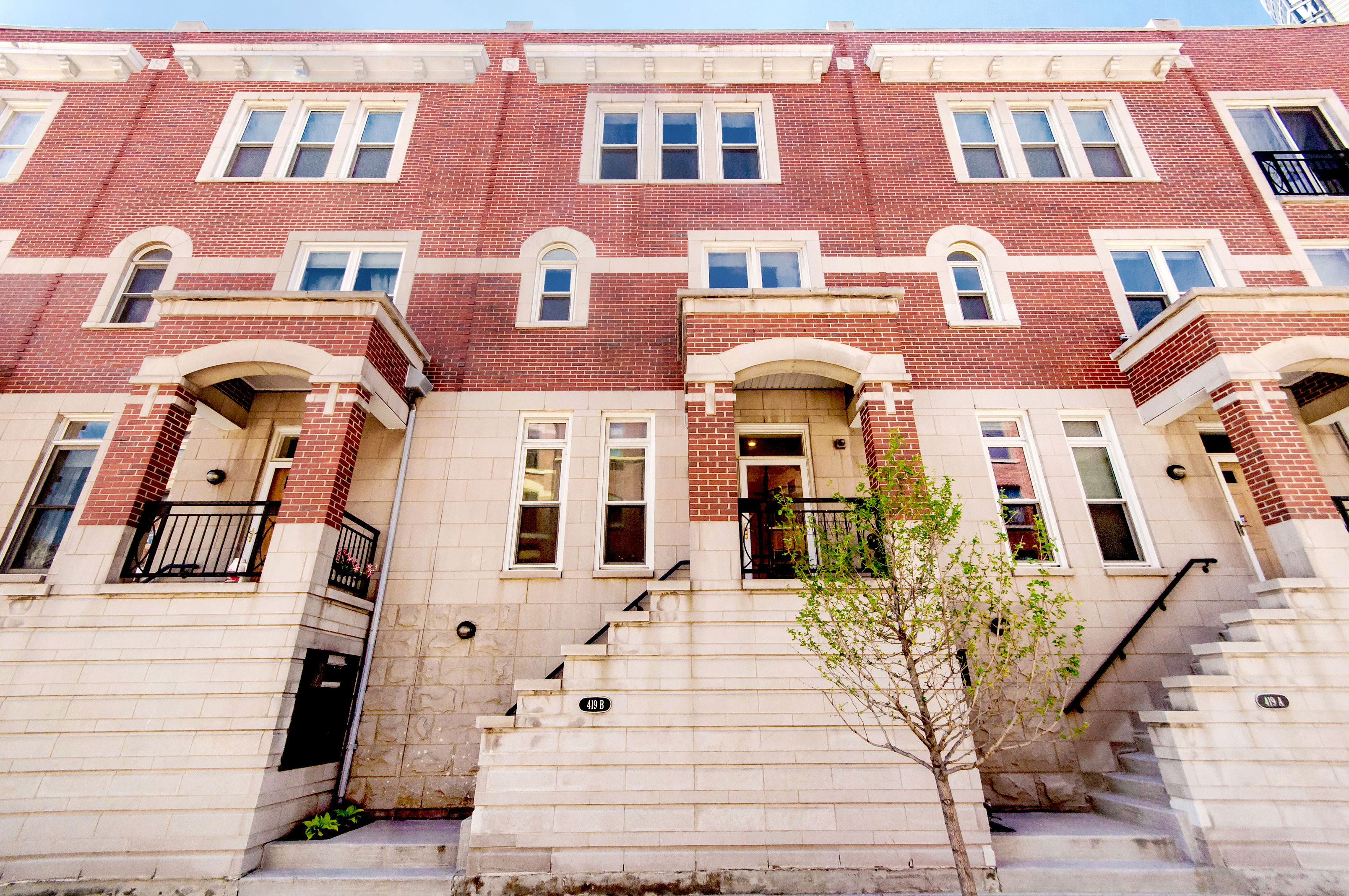 Townhouse for Sale at Contemporary Sexton Rowhouse 419 W Grand Avenue #B Near North Side, Chicago, Illinois 60654 United States