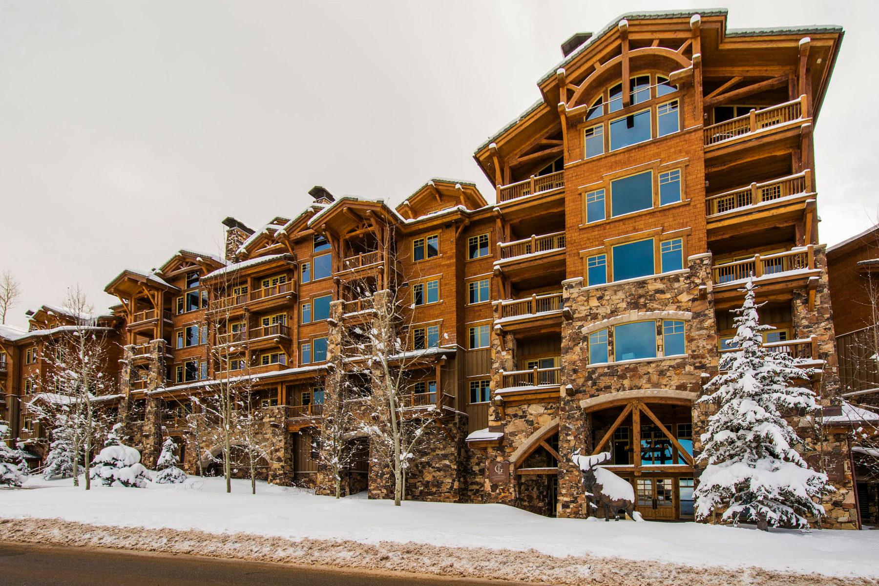 Appartement en copropriété pour l Vente à Magnificent Grand Lodge 8777 Marsac Ave #301 Park City, Utah 84060 États-Unis
