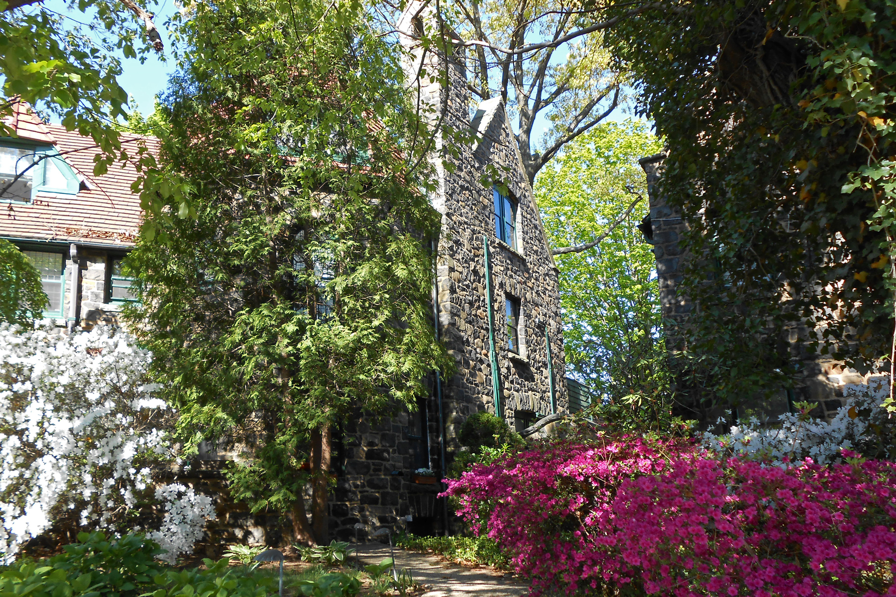 "Apartment for Rent at ""STONE TOWER TOWNHOUSE"" Forest Hills, New York 11375 United States"