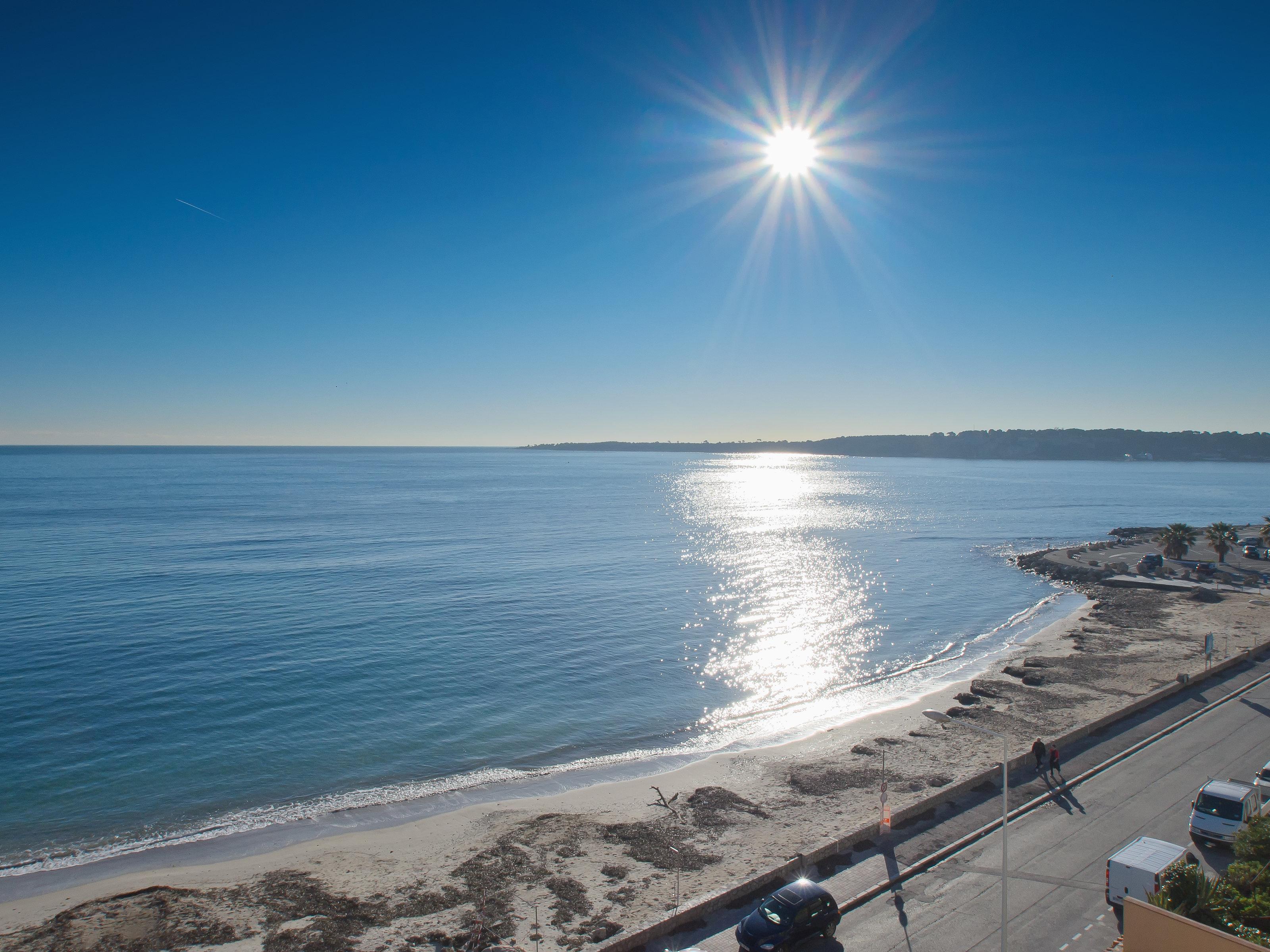 Căn hộ vì Bán tại Top floor apartment with roof terrace Cannes, Provence-Alpes-Cote D'Azur, 06400 Pháp