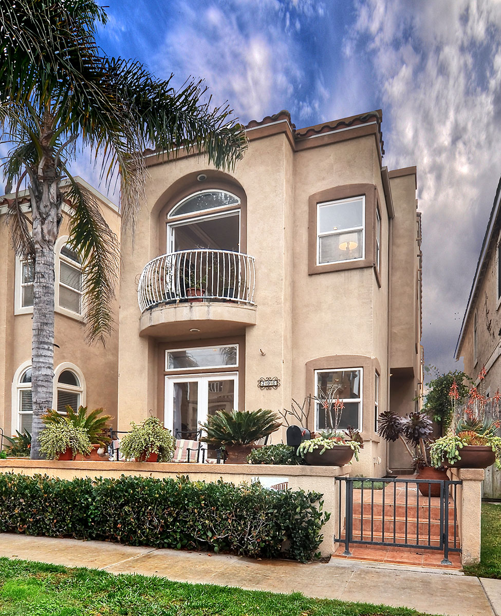Casa Unifamiliar por un Venta en 206 18th St Huntington Beach, California 92648 Estados Unidos
