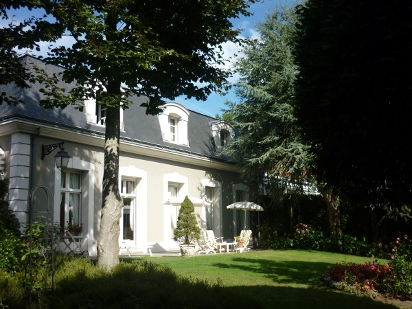 Villa per Vendita alle ore QUARTIER RESIDENTIEL, SUPERBE MAISON EN EXCELLENT ETAT DANS UNE RUE CALME Nantes, Paesi Della Loira Francia