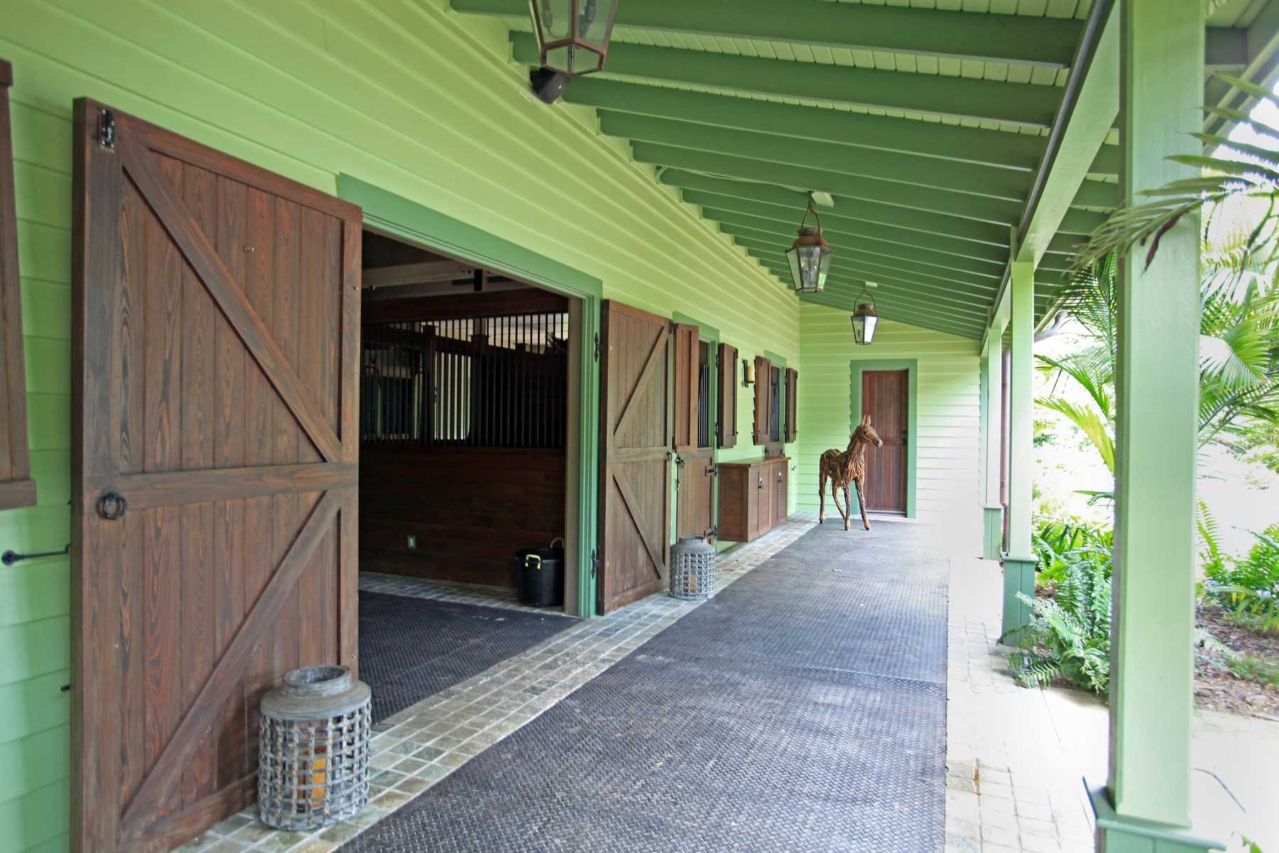 Additional photo for property listing at Moon Stone Stables Lyford Cay, Nueva Providencia / Nassau Bahamas