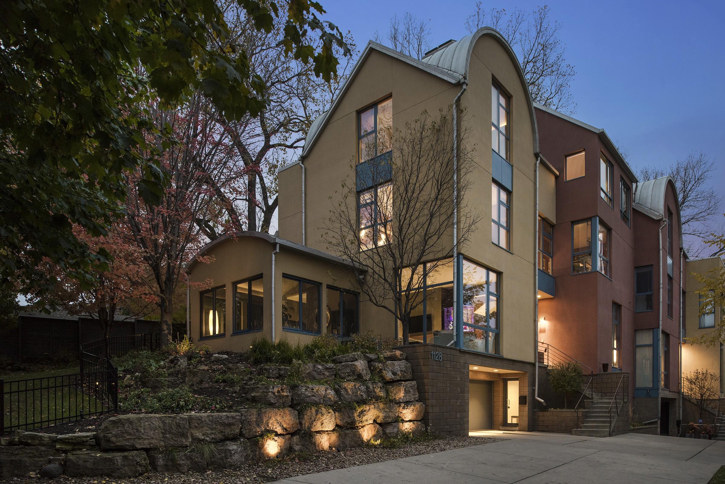 联栋屋 为 销售 在 1128 Kenwood Parkway 明尼阿波利斯市, 明尼苏达州, 55403 美国