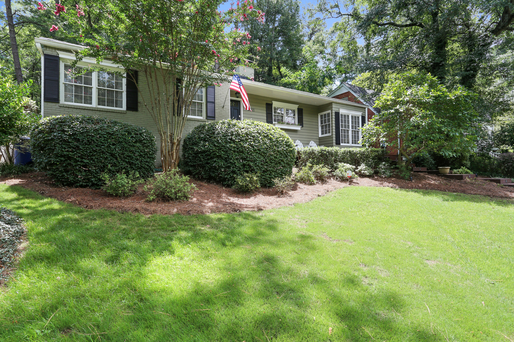 Moradia para Venda às Charming And Updated Cottage 2311 Pembrook Place Atlanta, Geórgia, 30324 Estados Unidos