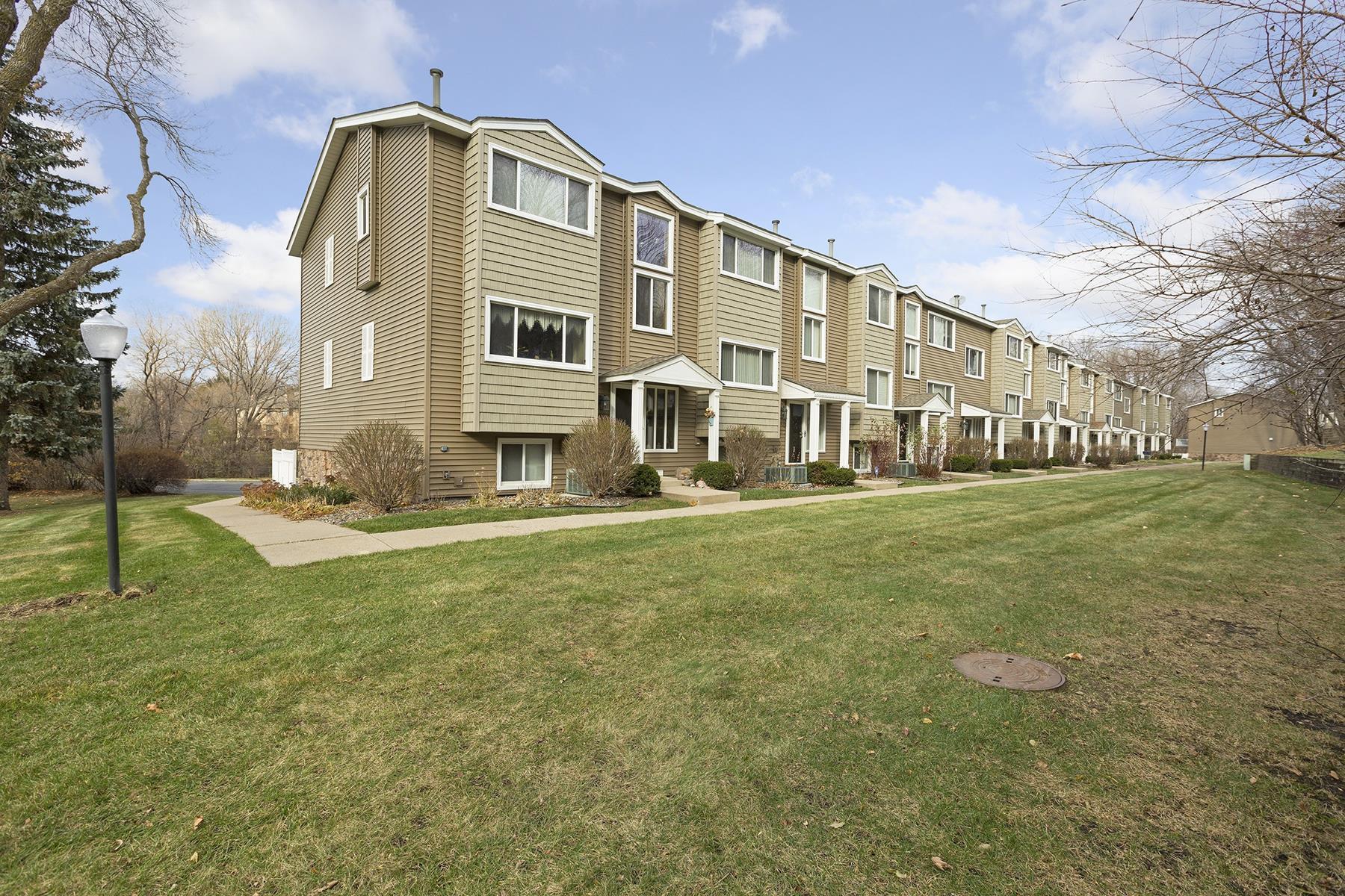 sales property at 402 Pondridge Circle