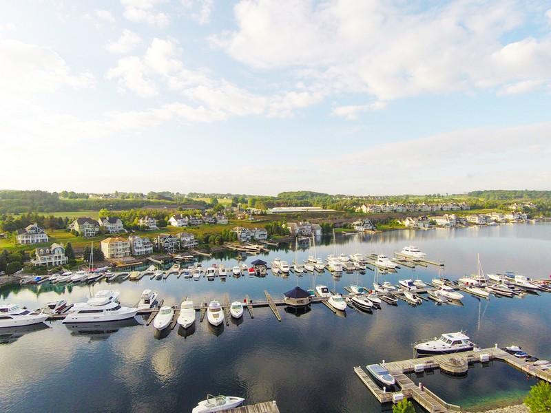 Condomínio para Venda às Harbor Suite Overlooking Bay Harbor Lake 4205 Main Street Unit #45 Bay Harbor, Michigan 49770 Estados Unidos