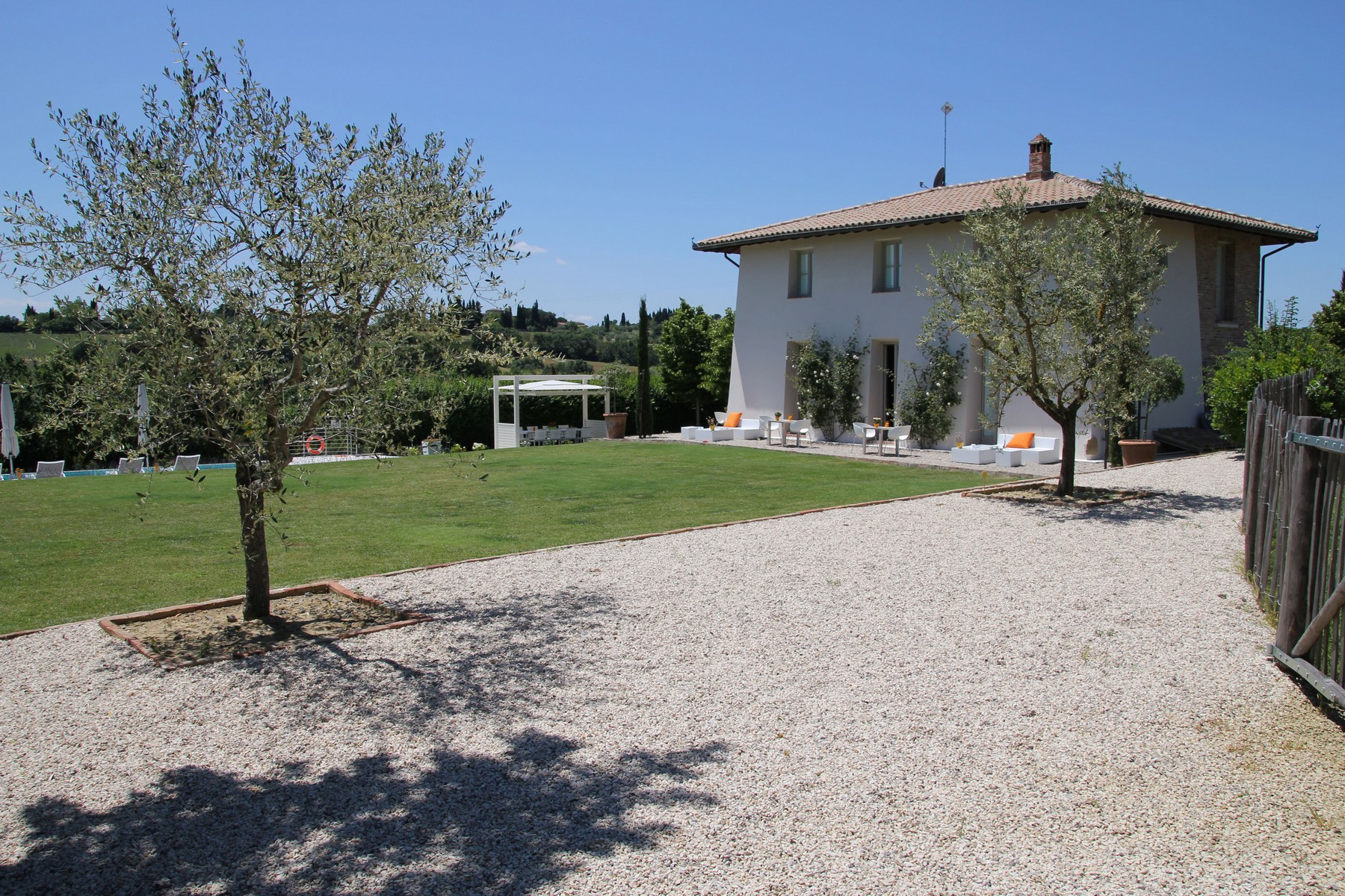Additional photo for property listing at Splendid country chic style villa Pozzo della Chiana, Arezzo Italy
