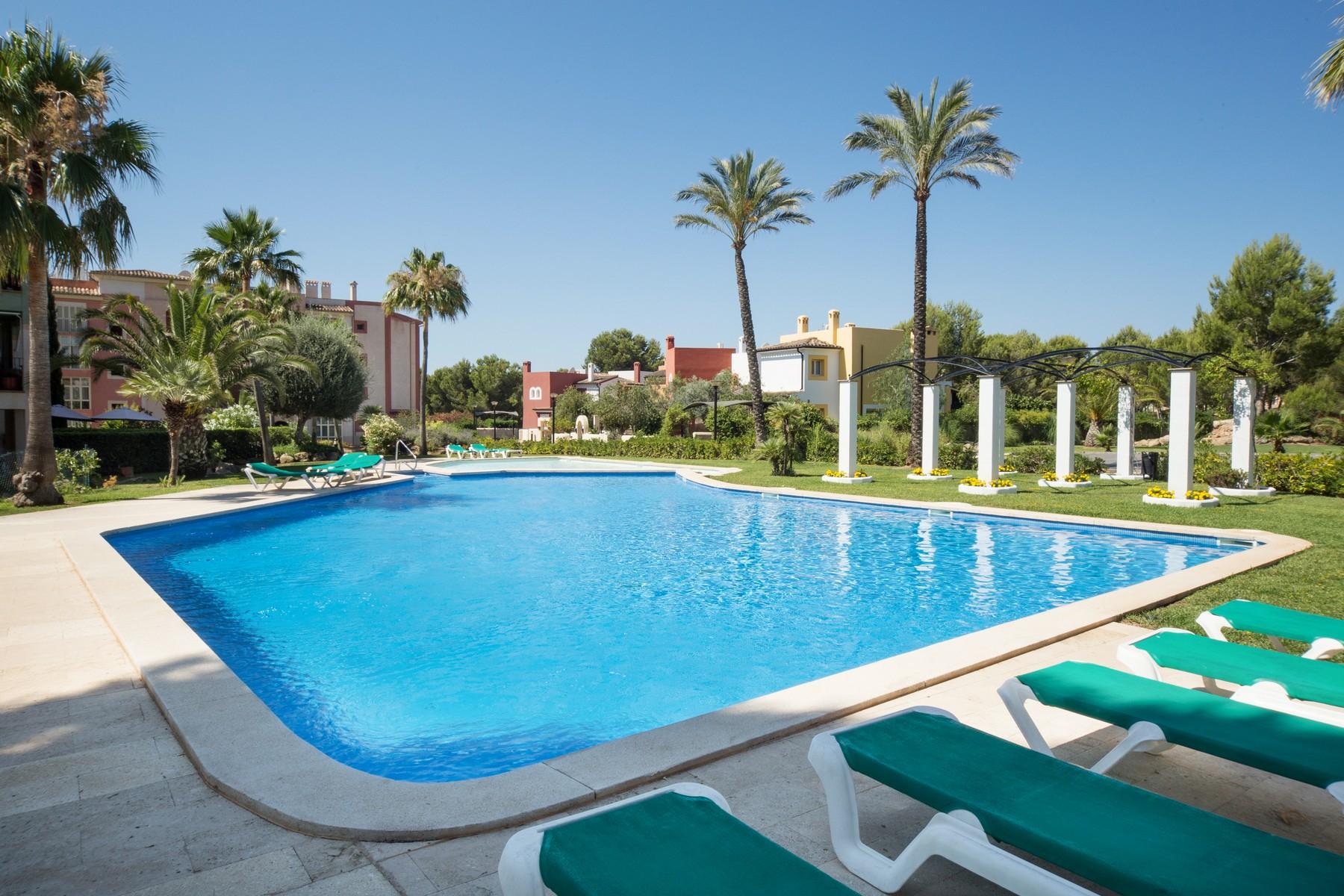 Casa para uma família para Venda às Penthouse with views to golf course in Santa Ponsa Santa Ponsa, Palma De Maiorca, 07184 Espanha