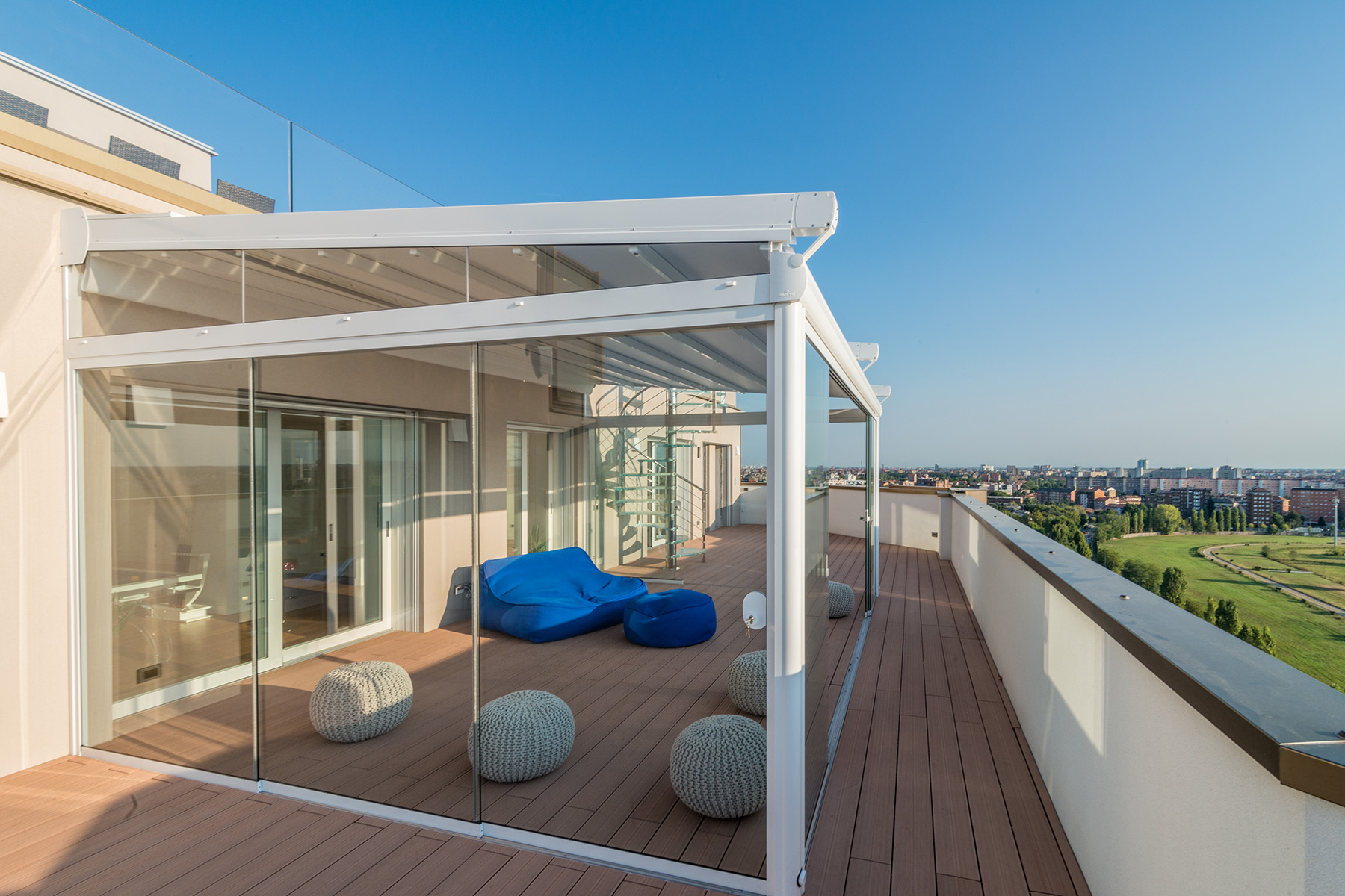 Additional photo for property listing at Unique triplex with panoramic pool and views of the skyline and beyond Via Pinerolo Milano, Milan 20121 Italie