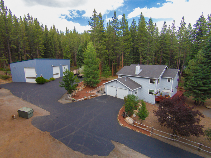 Single Family Home for Active at 10370 Donner Trail Truckee, California 96161 United States