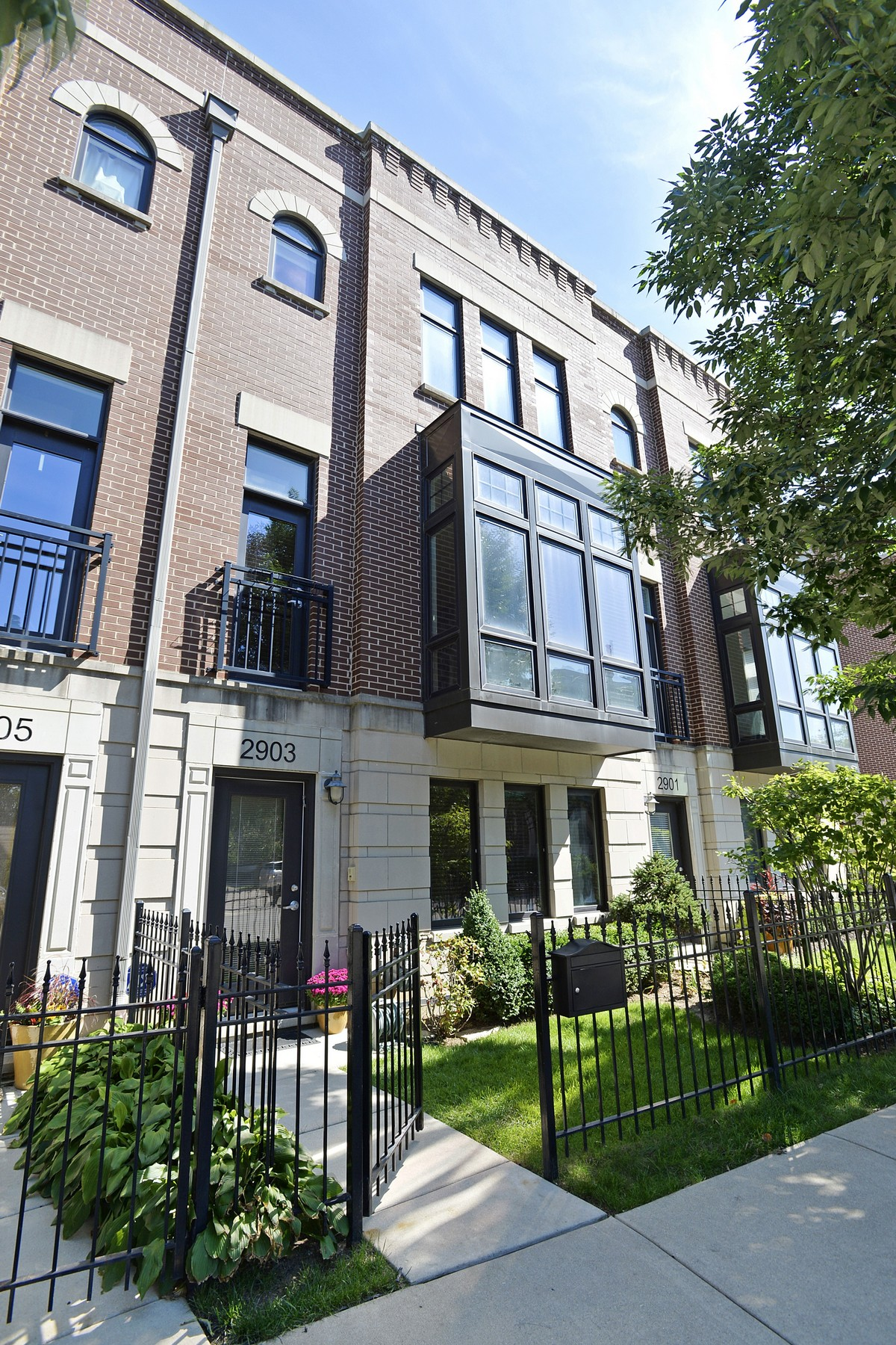 Villetta a schiera per Vendita alle ore Gorgeous Brick Townhome 2903 N Hermitage Avenue Lakeview, Chicago, Illinois 60657 Stati Uniti