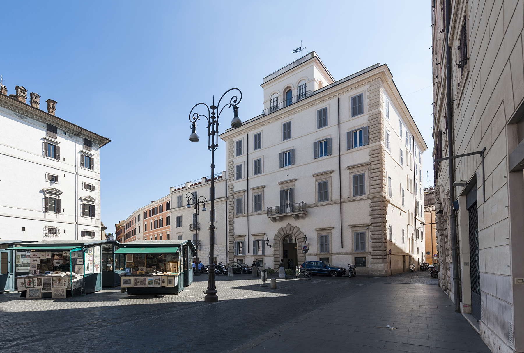 Additional photo for property listing at Stylish apartment in Piazza Borghese  Rome, Rome 00186 Italy