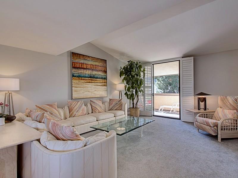 共管式独立产权公寓 为 销售 在 241 E La Verne Way Unit H Palm Springs, 加利福尼亚州 92264 美国