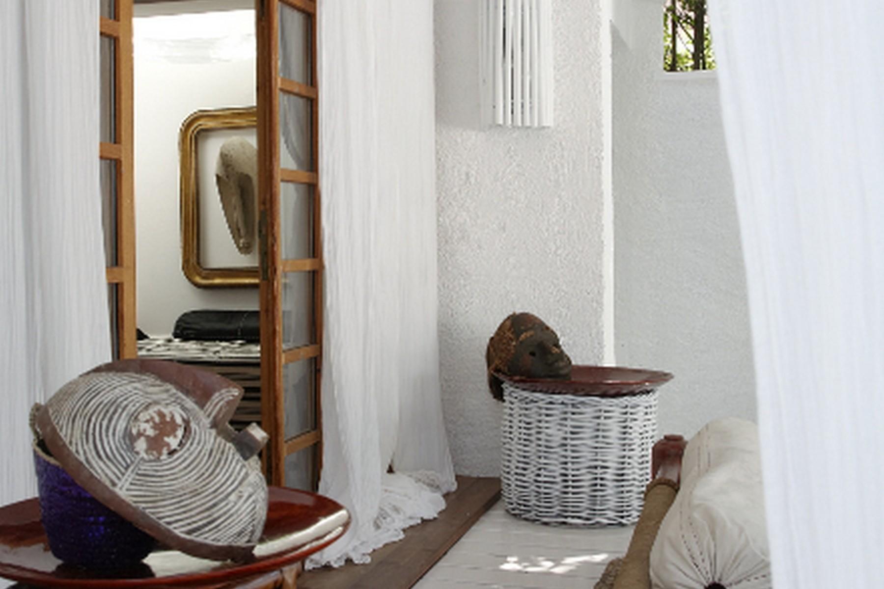 Additional photo for property listing at Delightful semi-detached villa in Roma Imperiale  Forte Dei Marmi, Lucca 55042 Italy