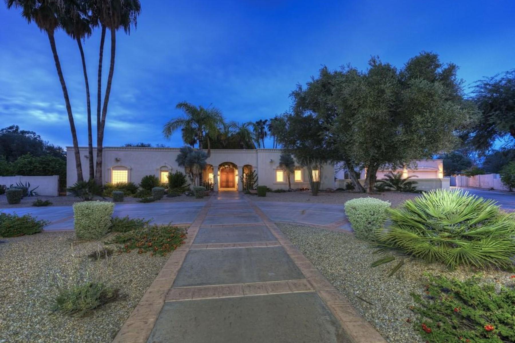 Casa para uma família para Venda às Large interior cul-de-sac lot within prestigious guard gated Equestrian Manor 6030 E LAUREL LN Scottsdale, Arizona 85254 Estados Unidos