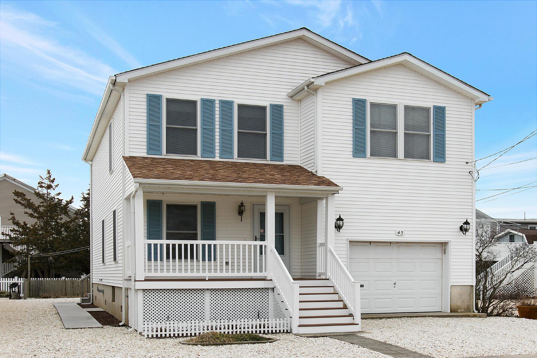 Maison unifamiliale pour l Vente à Immaculate Oceanblock Home 45 10th Avenue Seaside Park, New Jersey, 08752 États-Unis