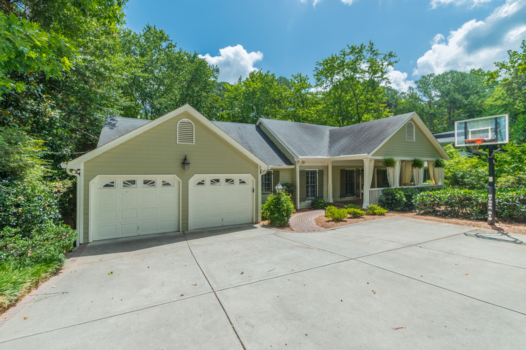 Additional photo for property listing at Large Home In Sought After Riverside 6185 Old Hickory Point Sandy Springs, Georgien 30328 Usa