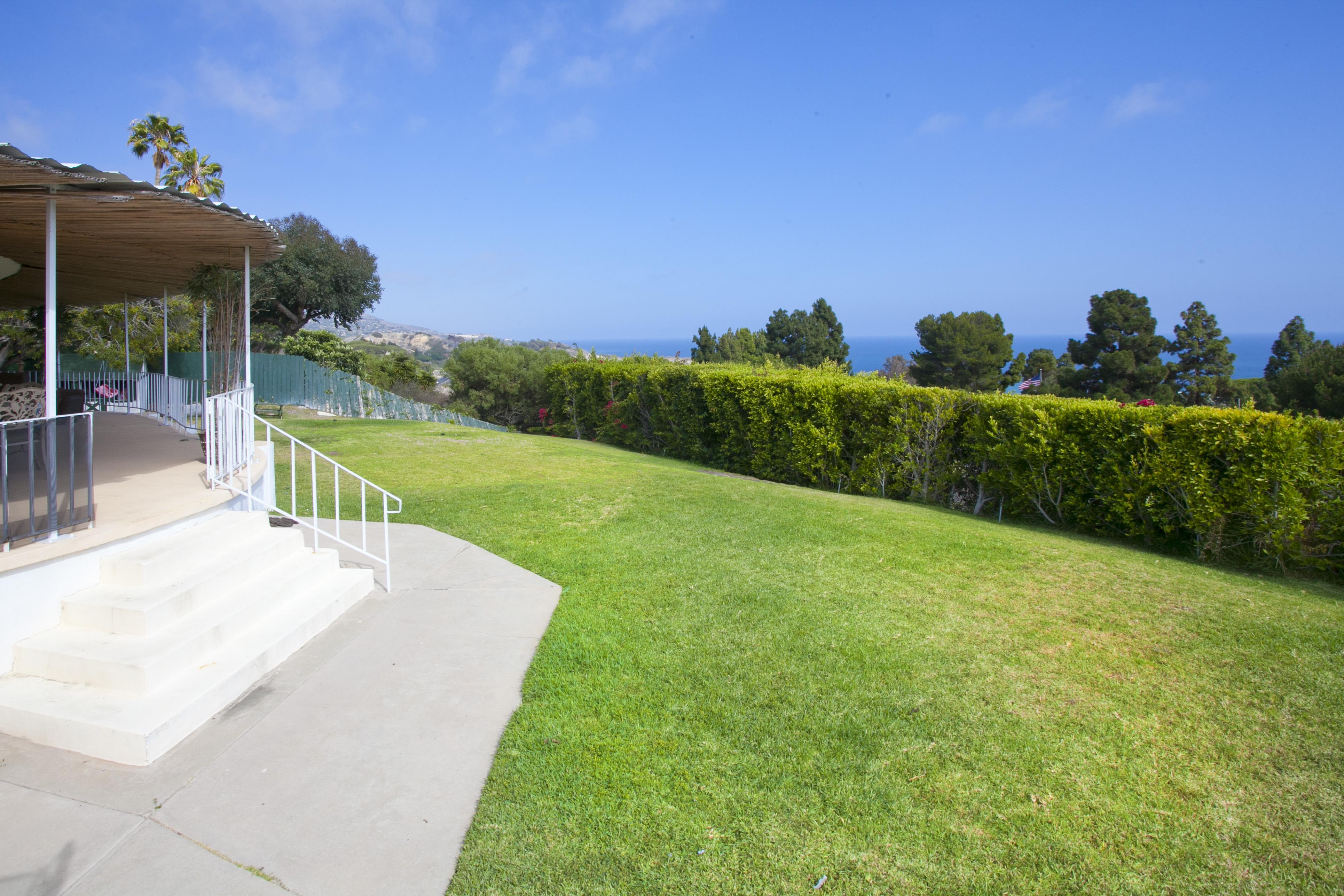 Maison unifamiliale pour l Vente à 6150 Arrowroot Lane Rancho Palos Verdes, Californie 90275 États-Unis
