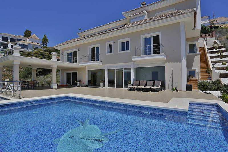 Casa para uma família para Venda às Modern Style villa Altos de Los Monteros Marbella, Costa Del Sol 29600 Espanha