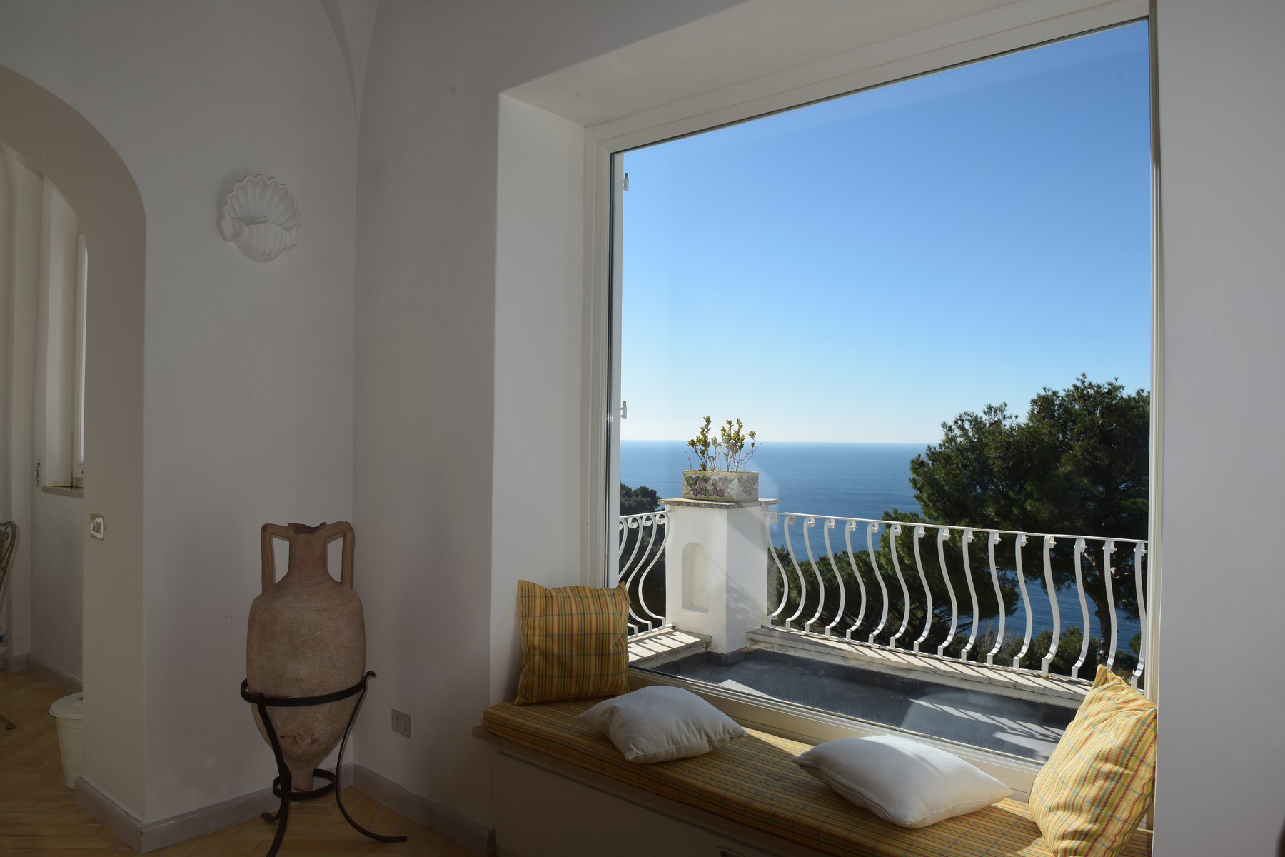 Additional photo for property listing at Impressive Villa in the heart of Capri Capri, Naples Italy
