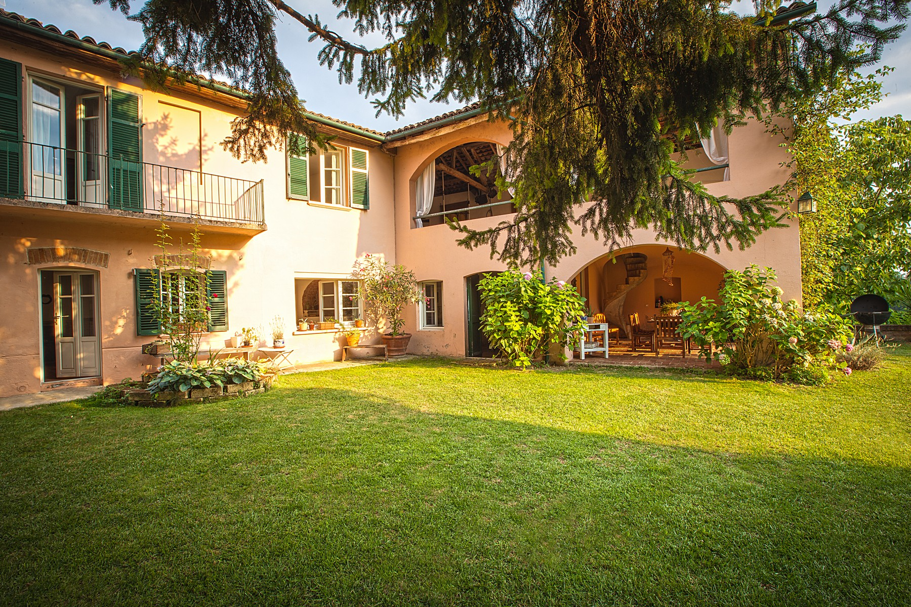 Additional photo for property listing at Charming property in Monferrato with outdoor pool Fubine Fubine, Alessandria 15043 Italy