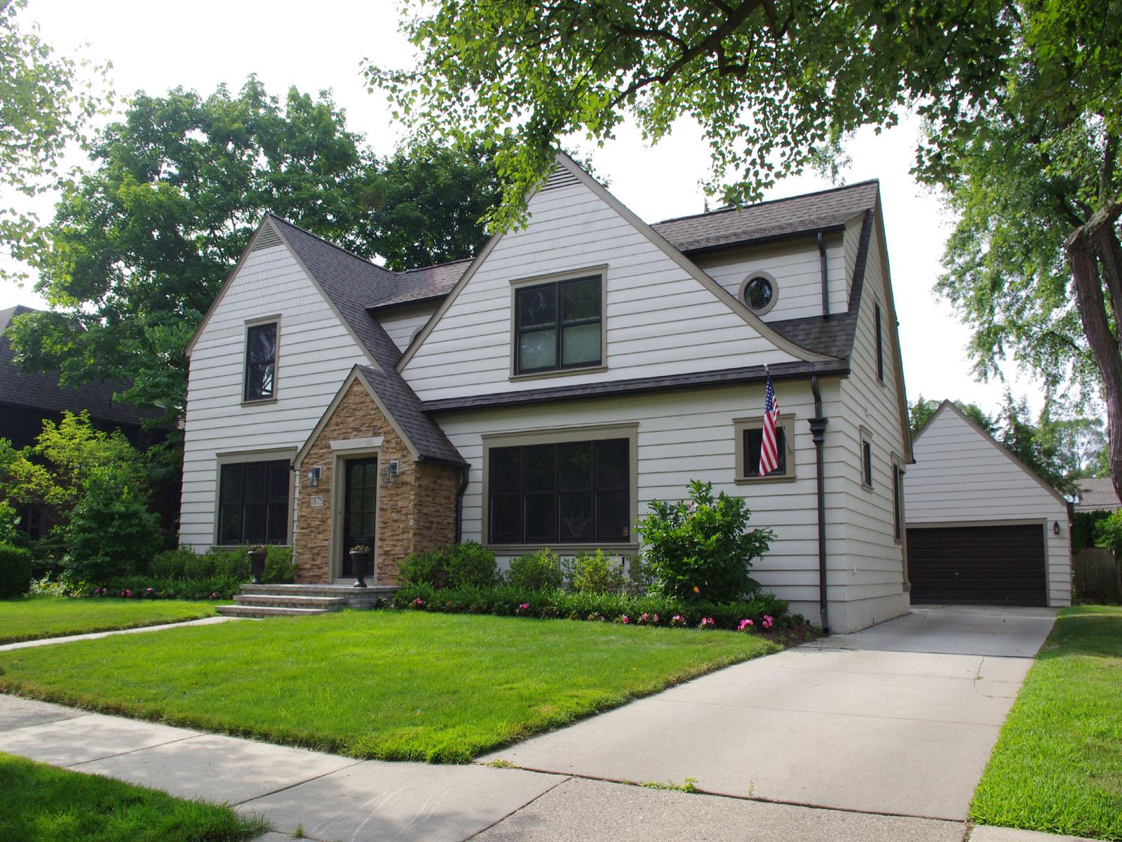独户住宅 为 销售 在 Birmingham 1875 Winthrop Lane Birmingham, 密歇根州 48009 美国