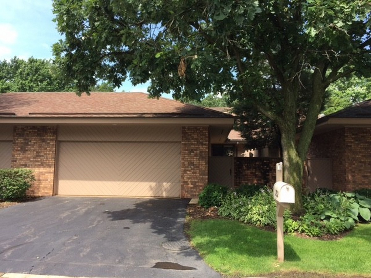 Townhouse for Sale at 1232 Indian Trail Road Hinsdale, Illinois, 60521 United States