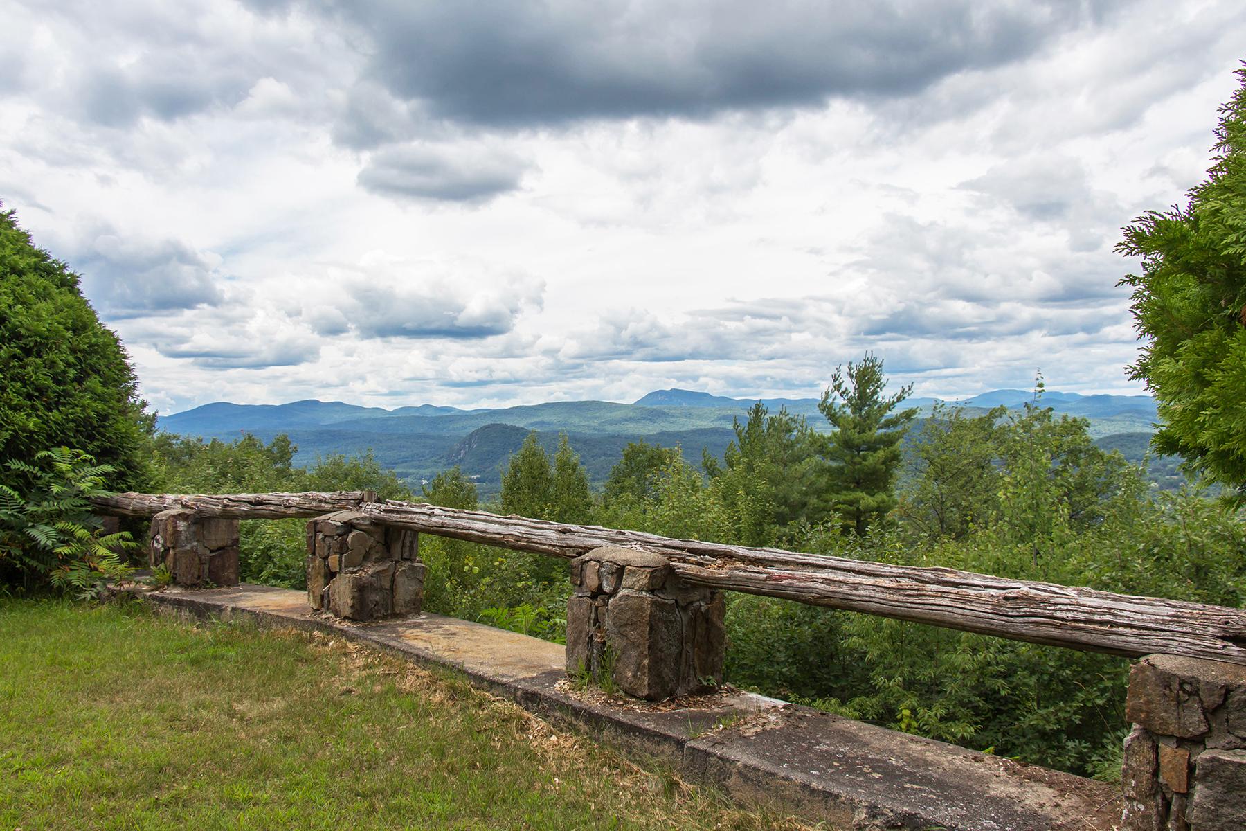 Autre résidentiel pour l Vente à Unparalleled Adirondack Views 80 Whalen Dr. Warrensburg, New York 12885 États-Unis