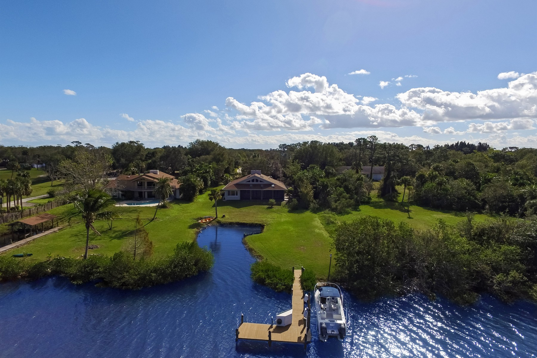 Fazenda / Rancho / Plantação para Venda às Unique Riverfront Home 12525 Roseland Rd Sebastian, Florida, 32958 Estados Unidos