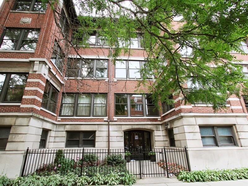 콘도미니엄 용 매매 에 Rarely Availabe Four Bedroom Condo 5052 S Woodlawn Avenue Unit 2B Hyde Park, Chicago, 일리노이즈 60615 미국