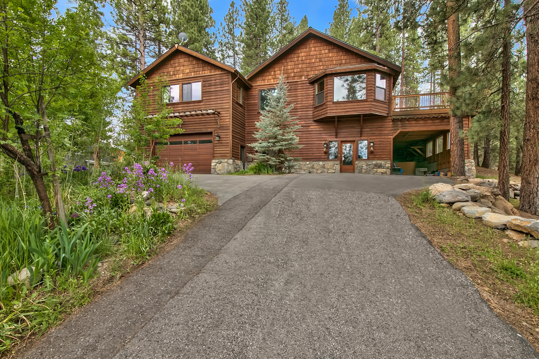 Single Family Home for Active at 10415 Hastings Heights 10415 Hastings Heights Truckee, California 96161 United States