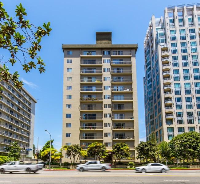Kat Mülkiyeti için Satış at 10747 Wilshire Blvd #608 Los Angeles, Kaliforniya 90024 Amerika Birleşik Devletleri