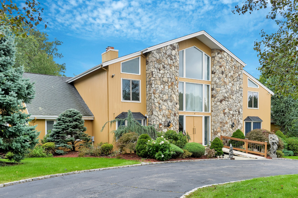 단독 가정 주택 용 매매 에 Sprawling Contemporary 30 Aspen Drive Livingston, 뉴저지, 07039 미국