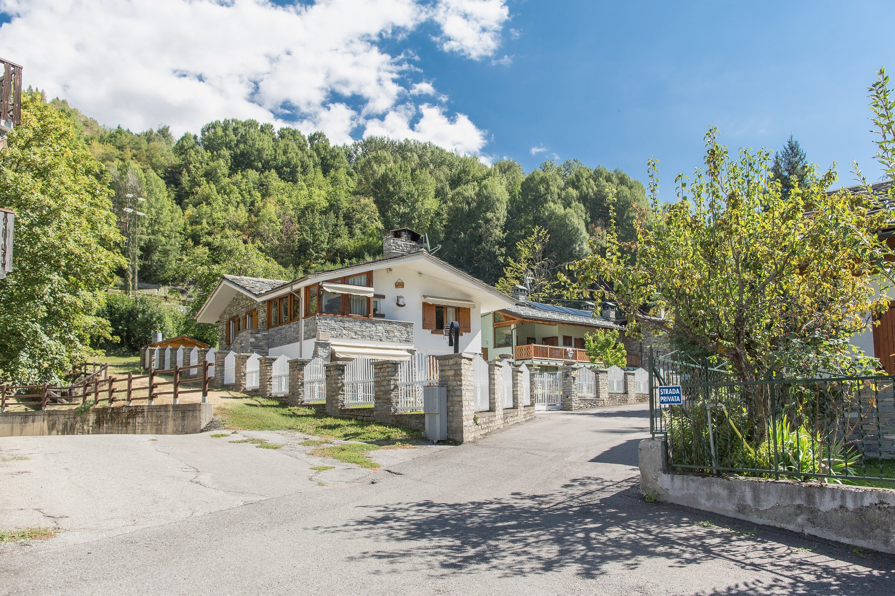 Additional photo for property listing at Chalet overlooking the Mont Blanc Morgex, Aosta Italia