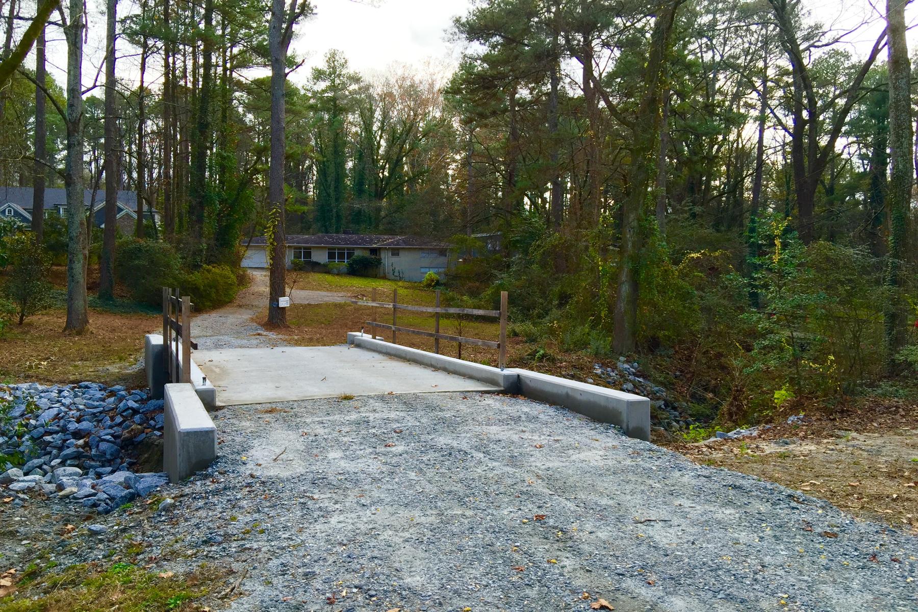 단독 가정 주택 용 매매 에 Beautiful Flat Acre And A Half Property On A Quiet Street 1085 Ferncliff Road NE Pine Hills, Atlanta, 조지아, 30324 미국