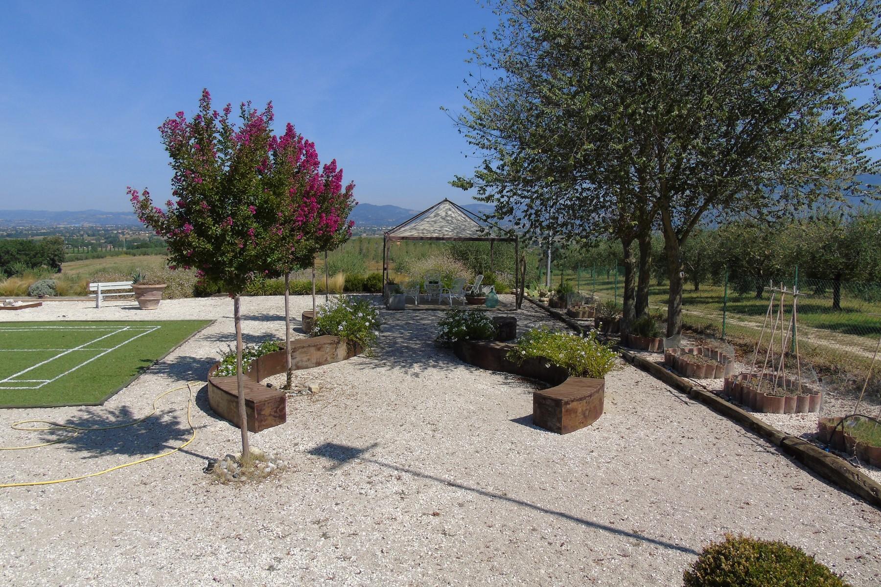 Additional photo for property listing at Lovely farmhouse with panaromic views of Assisi Via dei Colli Bettona Perugia, Perugia 06084 Italia