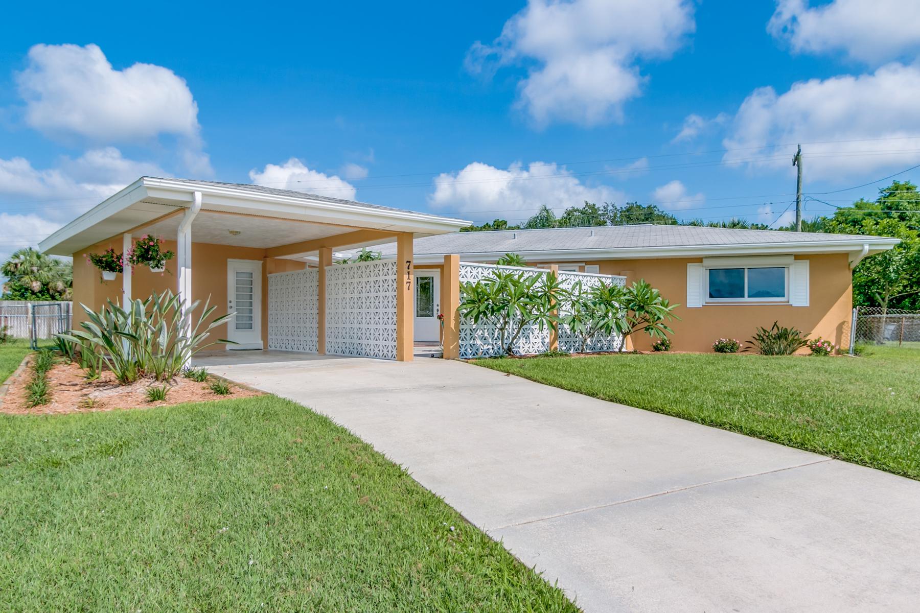 Maison unifamiliale pour l Vente à 717 James Circle Palm Bay, Florida, 32905 États-Unis