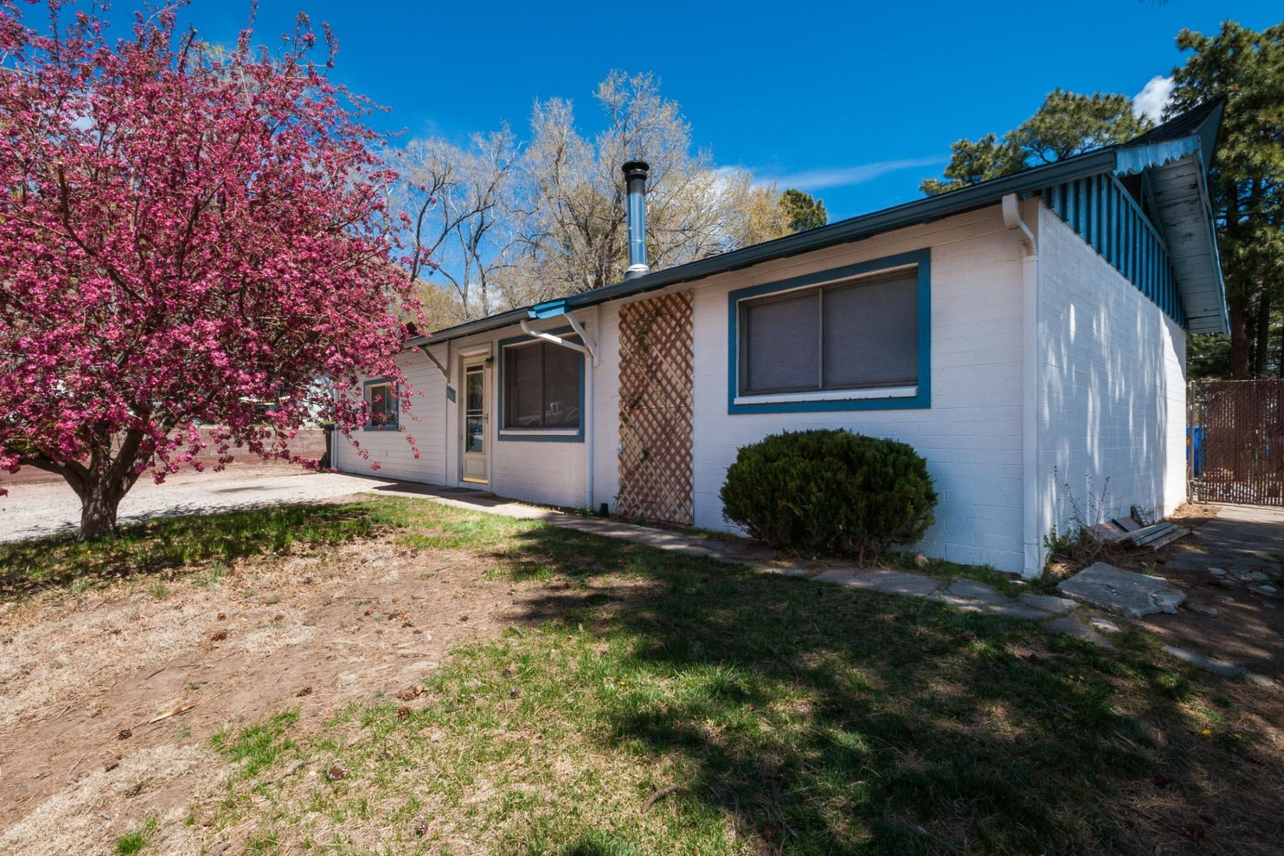 Single Family Home for Sale at Beautifully maintained single level home 3328 N Loma Vista Dr Flagstaff, Arizona, 86004 United States
