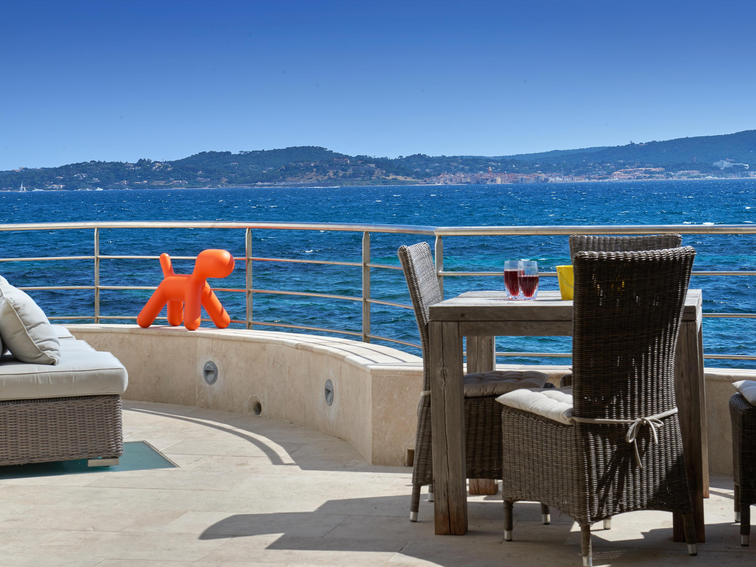 Maison unifamiliale pour l Vente à Exceptional waterfront house with direct access to the beach and a panoramic sea Saint Maxime Other Provence-Alpes-Cote D'Azur, Provence-Alpes-Cote D'Azur 83120 France
